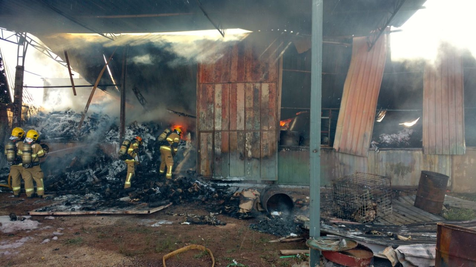 1af54e313 Incêndio destrói galpão no Setor Industrial do Gama