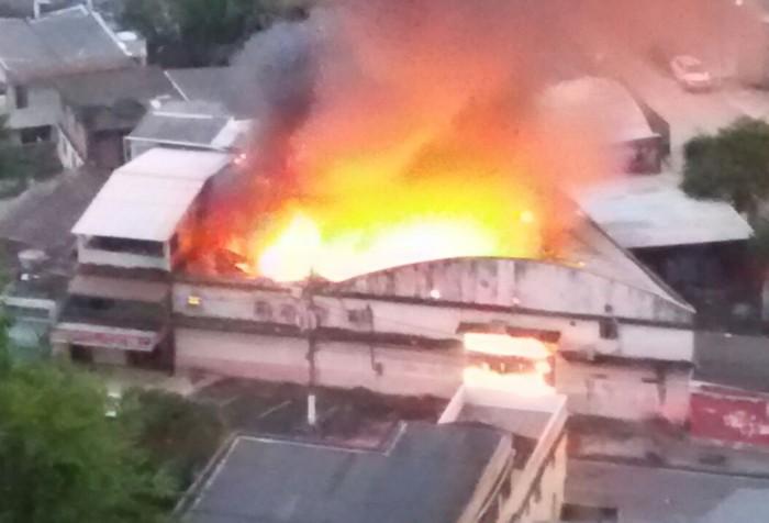 6628635c1 Incêndio atinge depósito da Secretaria de Saúde de Angra e destrói estoque  de insumos