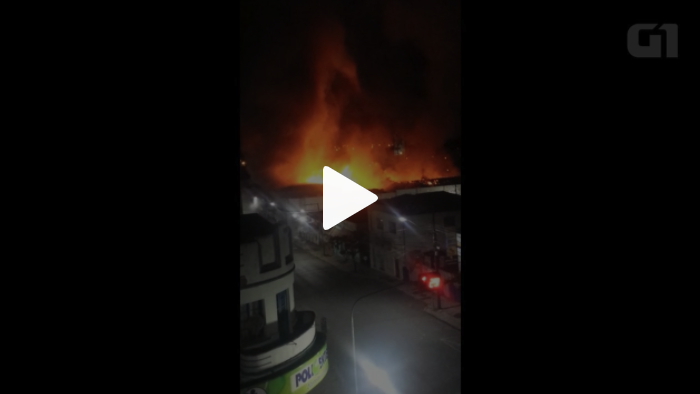 b8d8891a6 Incêndio destrói centro de eventos em Irati  VÍDEO