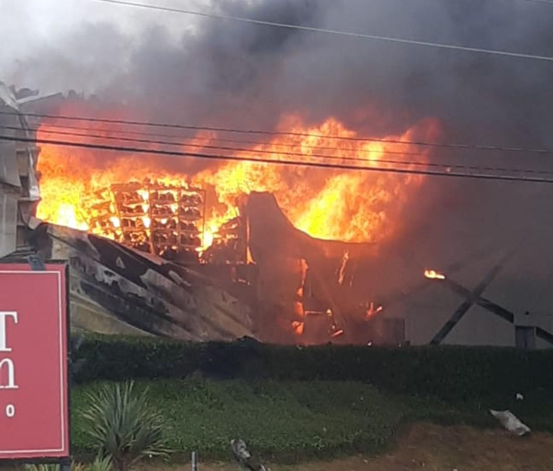 3bfa277fe Incêndio de grandes proporções destrói lojas do Outlet Premium em Itupeva
